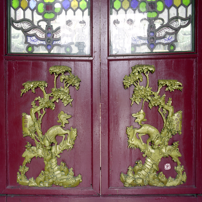 butterfly lattice screen door with Qilin and cubs